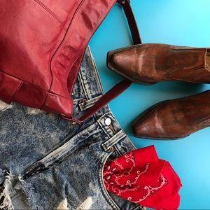 🌼Festival dressing. Denim and boots. Divine!
